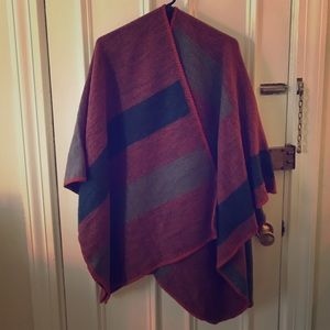 BB Dakota Poncho / Red, Navy, & Gray